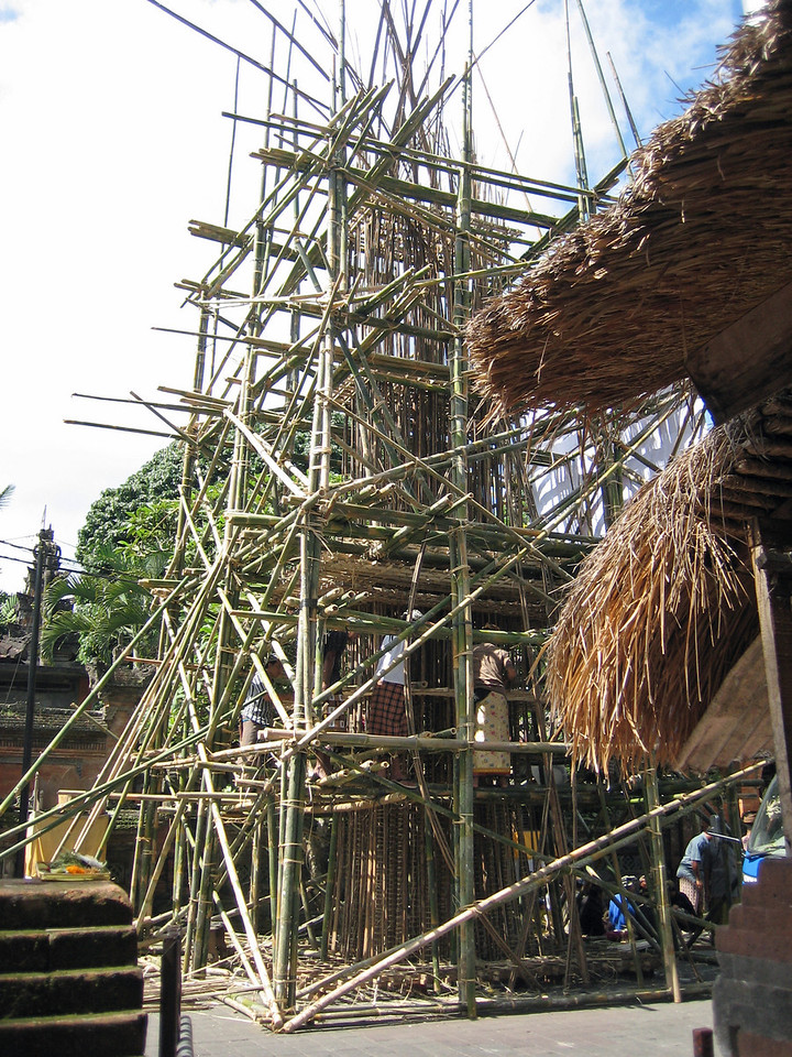 Funeral pyre being assembled in the center of Ubud.