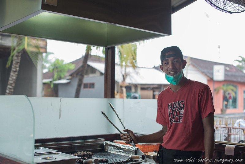 the guy in charge of the bbq ribs at naughty nuris