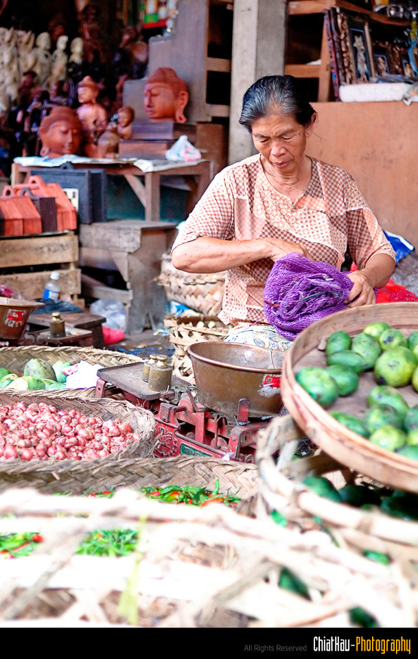 and this is the other vege seller that is sitting beside her. :)