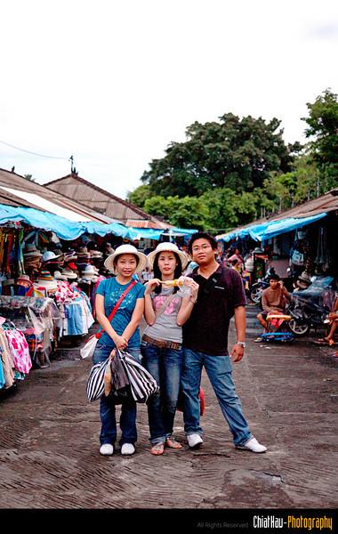 a group shot at the Tanah Lot market. :)