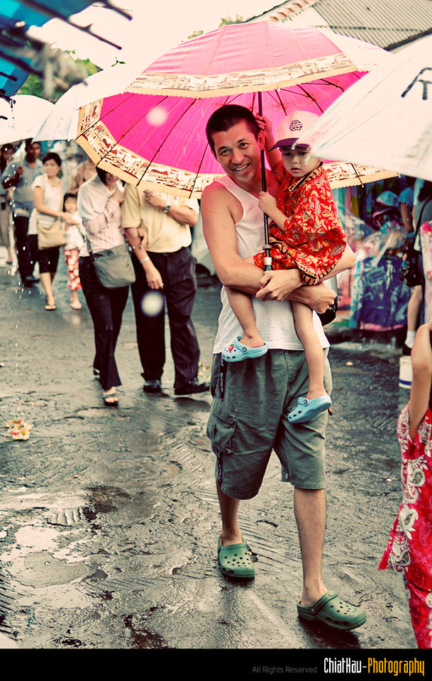 I love this shot, it's give me a fatherly love for a son... :)