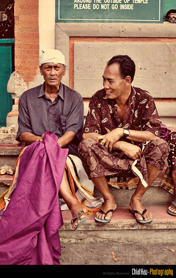 At the entrance of the temple, you will find that they have people who will provide you the sarung to you.