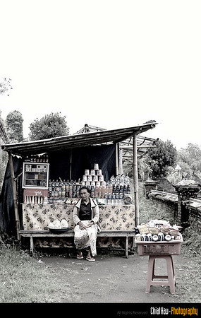 On the way up, I noticed this lady. Her stall sell the drinks as well as the fruits.