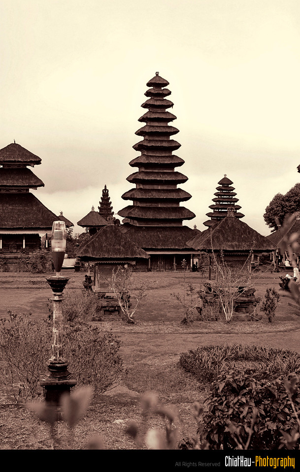 All this building is located in side a compound. There are different compound for different gods.