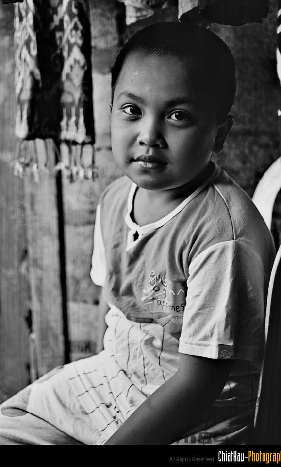 I took a last shot of his before I leave the shop. (Thanks kid for posing for me) :)