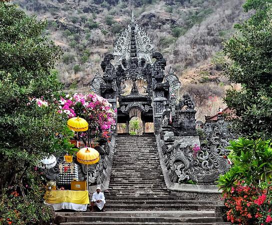 Temple+entrance-Pemuteran+Bay--1180787551-O
