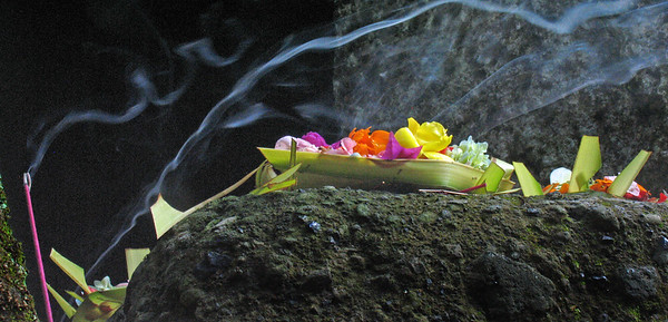 Incense+and+offering-734652376-O