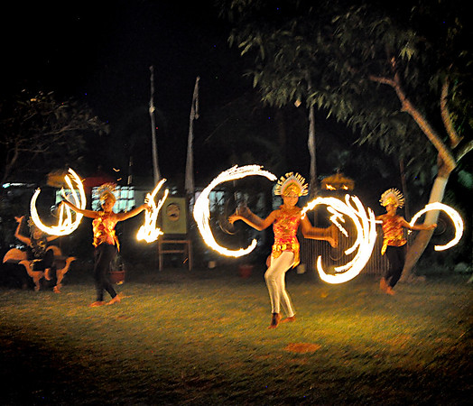 Fire+dancers+twirling-734614039-O
