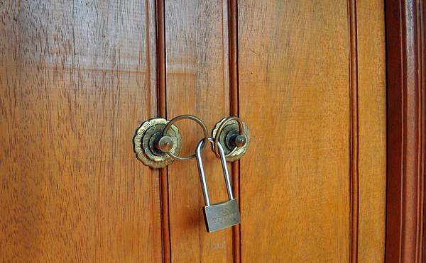Balinese+security-734563923-O