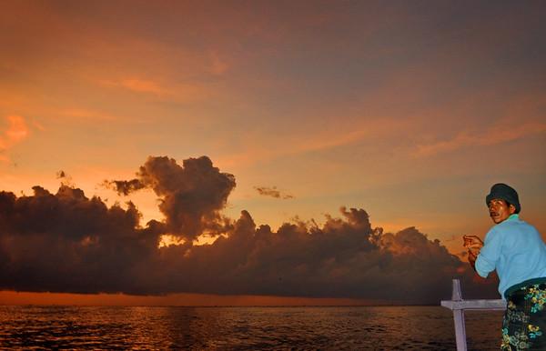 Balinese+fisherman-tough+job-734558812-O