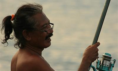 Visser op het strand van Amed. Bali, Indonesië.
