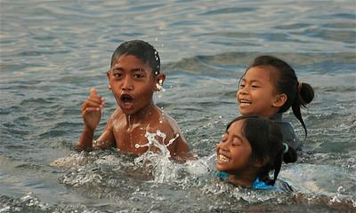 Waterballet in Amed. Bali, Indonesië.