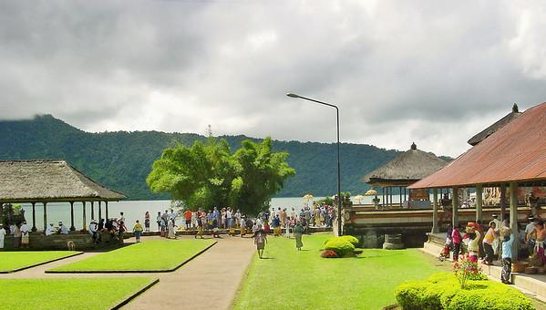 Danau Bratan Bali Indonesia - 21 Apr 2006
