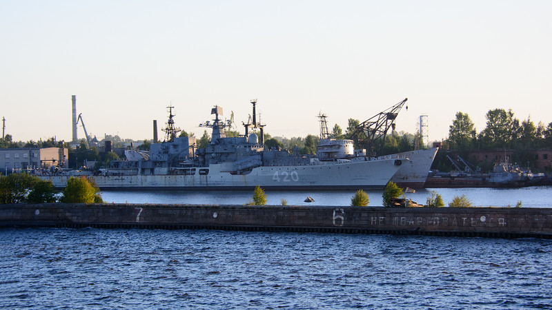 This looks like it's an active ship, but the rust streaks say something about the Russian Navy.  That lack of maintenance says a lot...