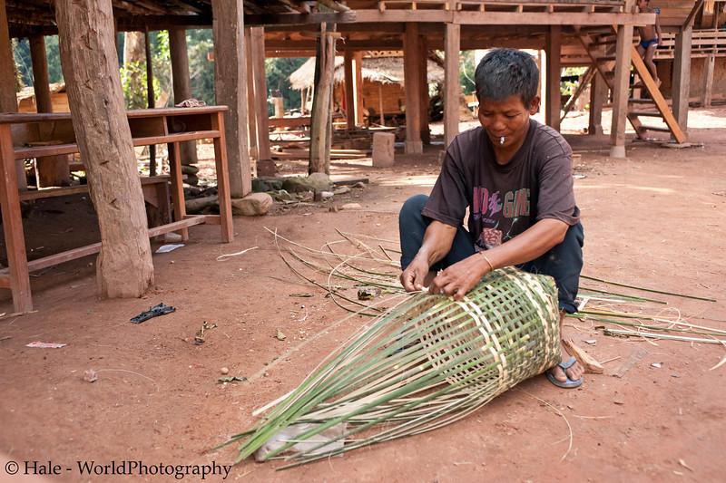 Khmu Man Weaving A Bamboo Basket, Ban Sopsim LPDR