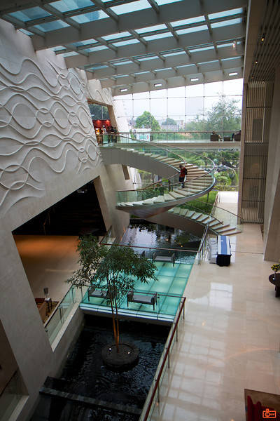 The lobby of the Hilton Bandung.<br /> IMG_0118