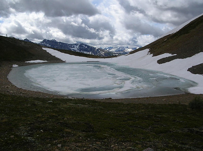Harvey Lake is still frozen over.: This is at about 8000 feet.   The trail started at about 4500 feet.