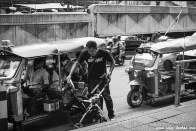 T-Max 100 - even a stroller can go on tut tut sia