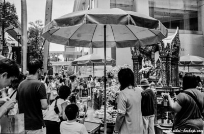 TX 400 - the Erawan shrine