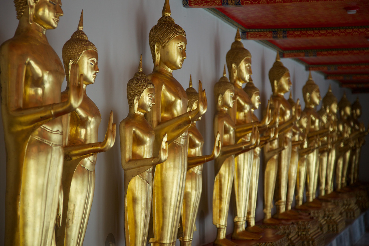 The grounds of Wat Pho contains the most Buddah images - over 1000!