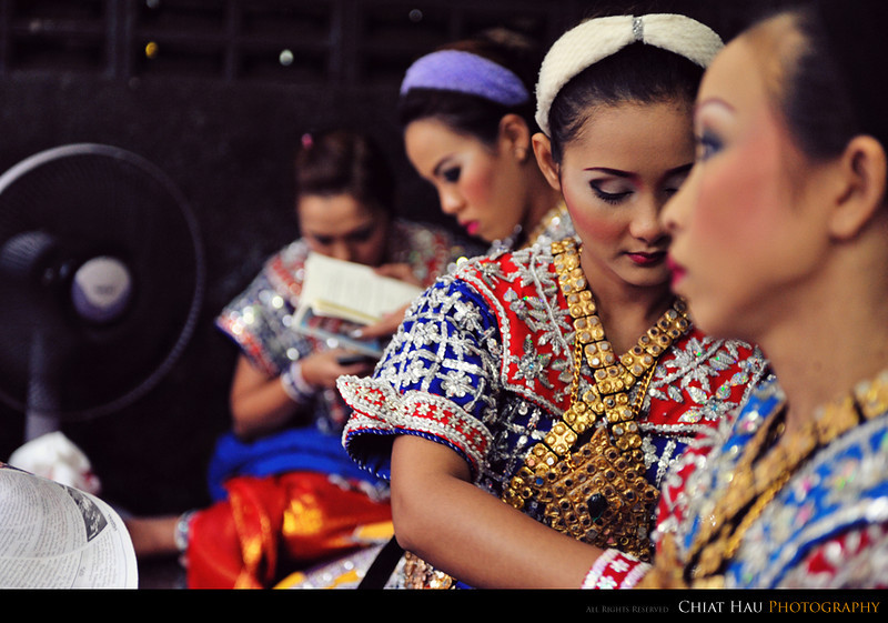 The dancer getting ready for their performance