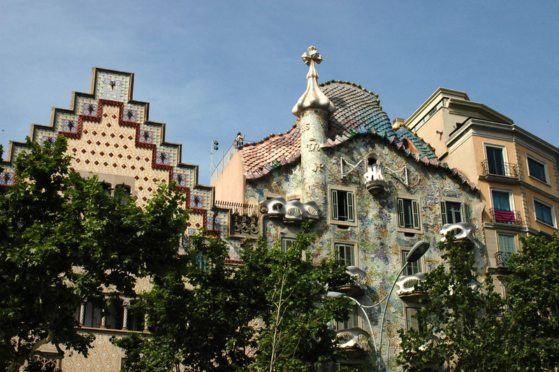 The stepped-roof is Casa Amatller, designed by Puig i Cadafalch in 1898. It stands next to Casa Batilo (1906) by Antoni Gaudi. These and the Case Lleo Morera are all on the same block - known as the Illa de la Discordia (block of discord). My guidebook says the roof of this Gaudi house represents the scales of the dragon and the chimney represents St. George.