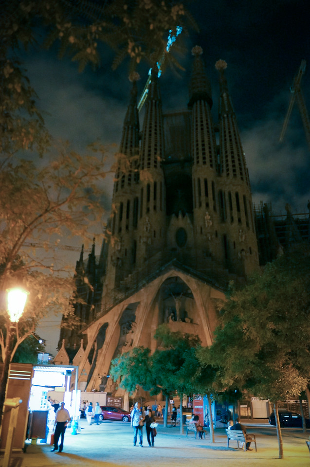 La Sagrada Família, the famous unfinished cathedral by architect Antonio Gaudí. Gaudí died in 1926 with only 1/4 of the cathedral completed. Completion is scheduled for 2026, the 100 year anniversary of Gaudí's death. This was Matt's #1 'must see' attraction in Barcelona.