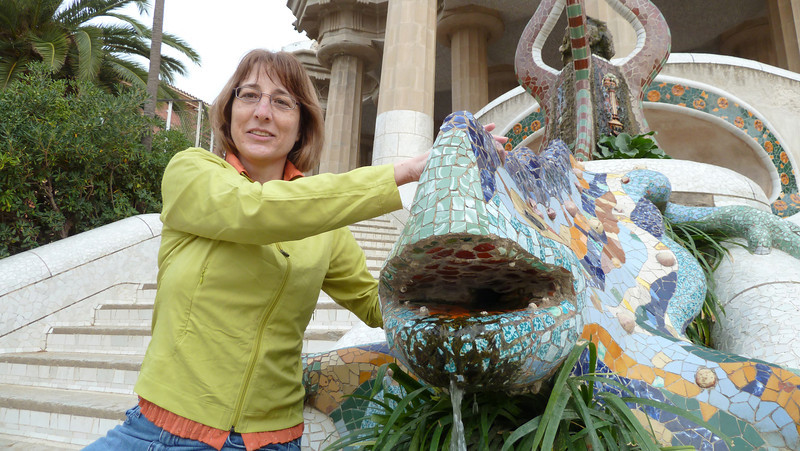 Karen with the salamander at Parc Guell