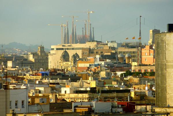 Utsikt med tårna til Sagrada Familia i bakgrunnen...