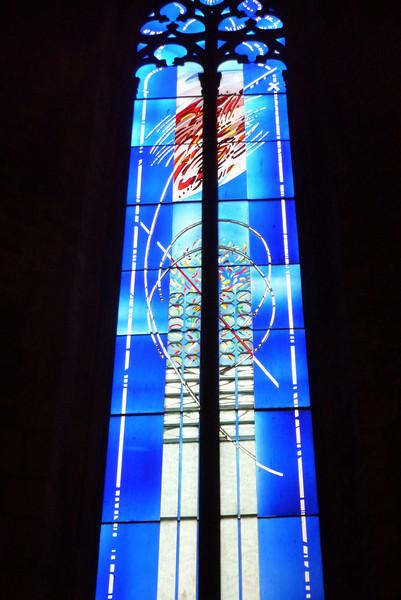 Eit nyare glassmaleri frå Santa Maria Del Mar.<br /> Santa Maria Del Mar er en av de vakreste kirkene i hele Barcelona, og den ble bygget på 1300-tallet. Den er konstruert i herlig gotisk stil, og selvom den har gått gjennom både jordskjelv og brann, har den beholdt sitt flotte utseende.