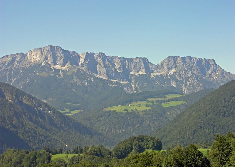 Another view of mountains on the way up to Obersalzburg.