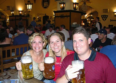 Jodi, Katka and Brett with drei Mass at the Hofbräuhaus.
