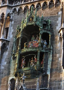 Later afternoon view of the Glockenspiel.