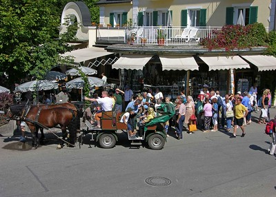 Our horse drawn carriage stopped in front of Hotel Müller in the Hohenschwangau village.