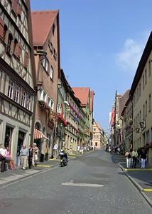 View up Untere Schmiedgasse to the Marktplatz.