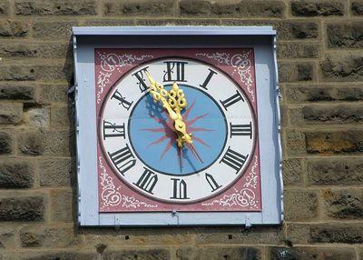 Clock on the Plonlien.