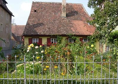 Small hamlet with garden on Spitalgasse.