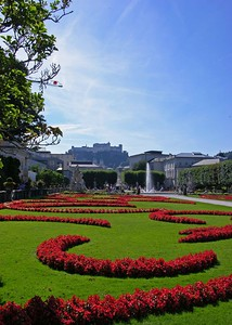 Its characteristic, large, symmetrical flowerbeds make the Mirabell Gardens a good example of a typical Baroque park. It was built in the 18th century following the plans of the famous architect Fischer von Erlach. Countless statues inspired by Greek myths can be seen throughout the park