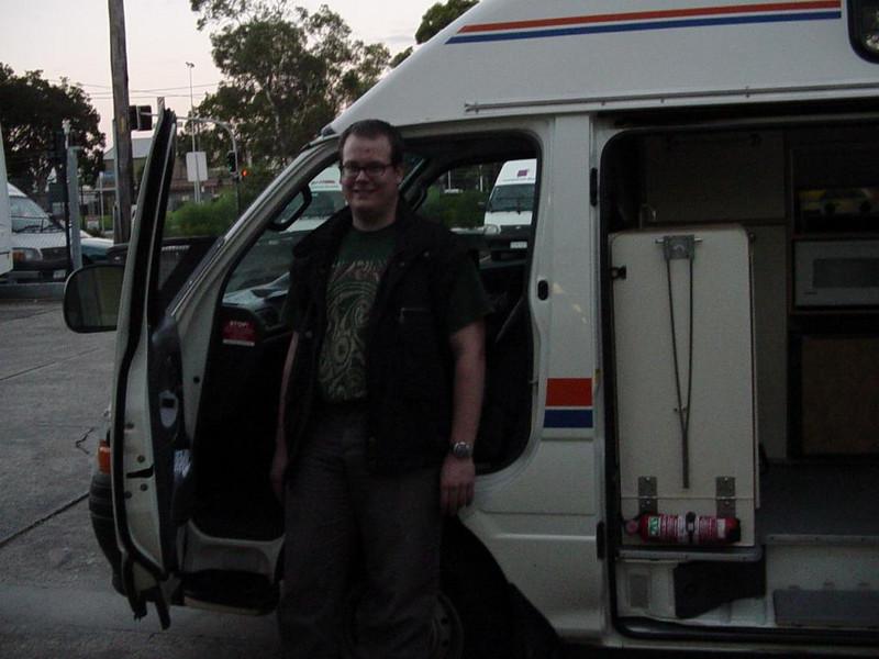 Marco vor dem neuen Camper