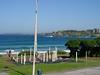 Blick aus unserem Fenster: Den ganzen Tag über wird hier am Strand gejoggt, geposed und trainiert. An der Strandpromenade gabs