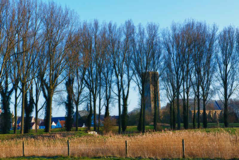 Global view of the small town of Damme from one of the hiking paths - West Flanders - Belgium <br /> <br /> Vista global del pueblito de Damme desde una de las caminatas - Flandes Occidental - Bélgica<br /> <br /> Überblick über Damme aus einem der Wanderwege - Westflandern - Belgien<br /> <br /> Vue globale du village de Damme d'un des sentiers de promenade - Flandre Occidentale - Belgique<br /> <br /> Zicht over het dorpje Damme vanaf één van de vele wandelpaden - West-Vlaanderen - België