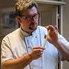 Chef Serge Koether tijdens asperges workshop - Revelatio Kookstudio - Elverdingestraat 55 - Ieper - West-Vlaanderen