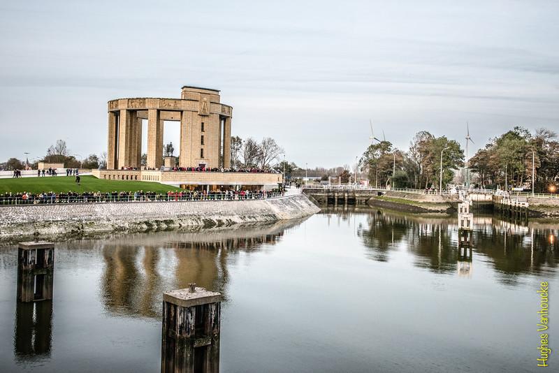Albert 1 monument & het ganzepoot sluizen complex in Nieuwpoort