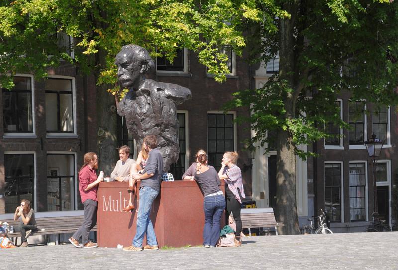 Multatuli Statue Singel Amsterdam Holland
