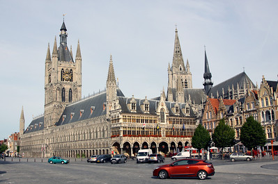 Ypres town centre showing the reconstructed 13th century Cloth Hall (Lakenhalle) and Saint Martins Cathedral.  Both were destroyed by German shelling in World War 1.