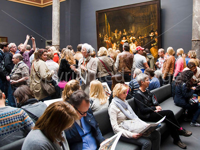 When it's raining, everyone goes to the Rijksmuseum