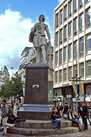 Statue of Antoon van Dyck. Van Dyck was born in Antwerp in 1615 and became an independent painter.