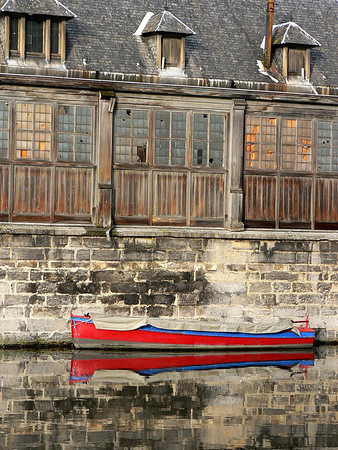 The Red Boat beside the old fish market. The fish market dates back to 1689 but rebuilt 1872 after a fire destroyed it.