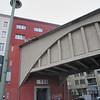 2013-12-12. U-bahn-linje rätt genom fastigheten - för moderna människor. Berlin DEU]