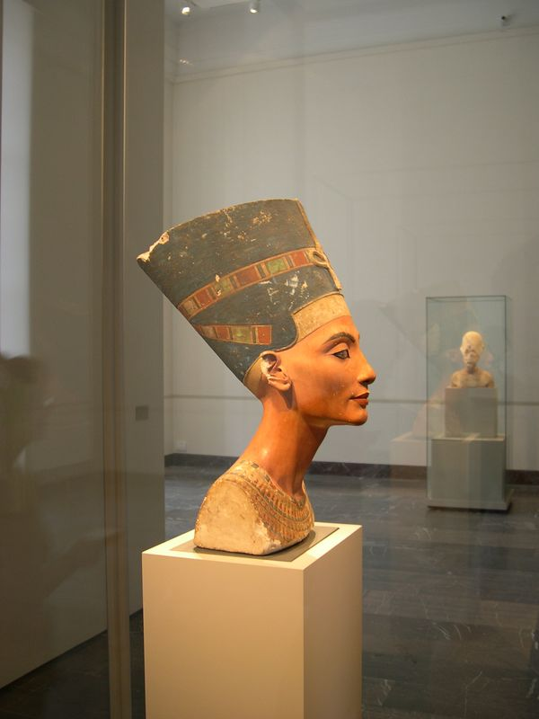 Bust of Nertiti, Egyptian collection, Altes Museum